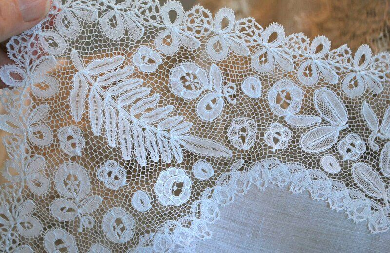 ANTIQUE HONITION HAND LACE WEDDING HANKIE DELICATE PATTERN JESURUM