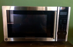 GE Stainless Steel Microwave in Great Condition!