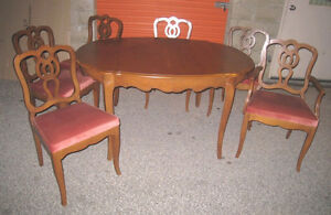 Gorgeous Walnut Wood Oval Dining Table + 3 Leaves and 6 Chairs