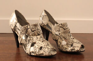 NEW Faux Black/White/Gray Snakeskin Strappy Heels, US 9