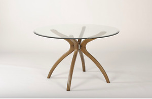 Round Kitchen Table - Table de Cuisine Ronde.