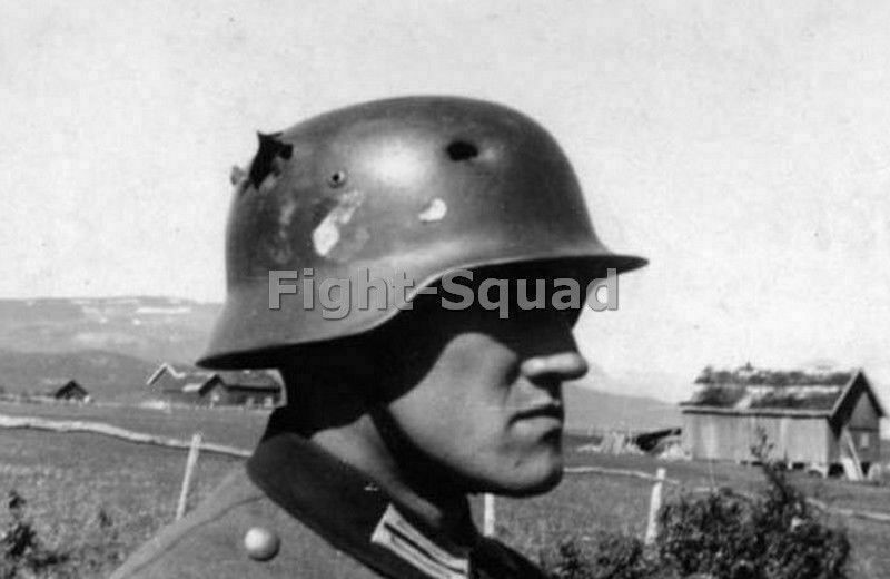 WW2 Picture Photo A German soldier has a bit of luck on the Eastern Front 2690