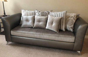 BRAND NEW Gorgeous Couch
