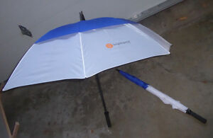 2 large umbrellas in excellent condition $ 3 ea or both $ 5 Kitchener / Waterloo Kitchener Area image 1
