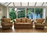 BEAUTIFUL QUALITY SUBSTANTIAL 3 SEATER SOFA & 2 ARMCHAIRS 3 PIECE SUITE DEL AVAIL £299 ono