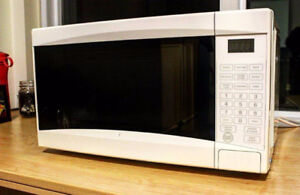 Microwave for Sale - EVERYDAY ESSENTIALS (WHITE)