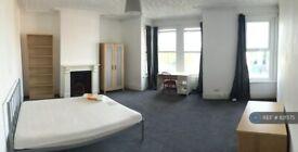 7 bedroom house in Wallbutton Road, London, SE4 (7 bed) (#821575)