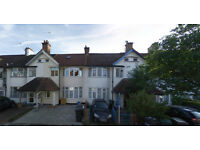 Lovely studio flat on the Ground floor available in Golders Green, HB and DSS accepted.