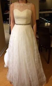 Wedding dress for sale $400 OBO - stunning, lace, A line