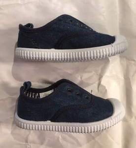 BRAND NEW SIZE 8 JOE FRESH DENIM SHOES!!