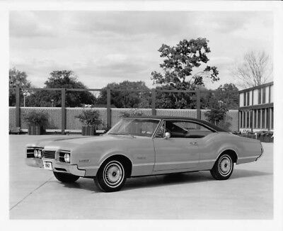 1967 Oldsmobile Delmont 88 Holiday Coupe Press Photo and Release 0131