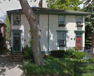 2 Roommates large house - 5 min Queen's/Downtown  (professional)