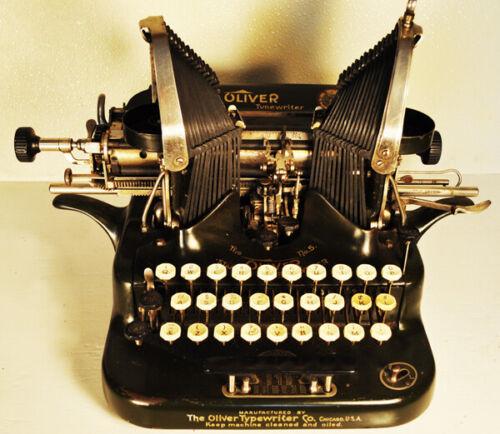Oliver Standard Visible Print Model 5  vintage typewriter. 1909 model.