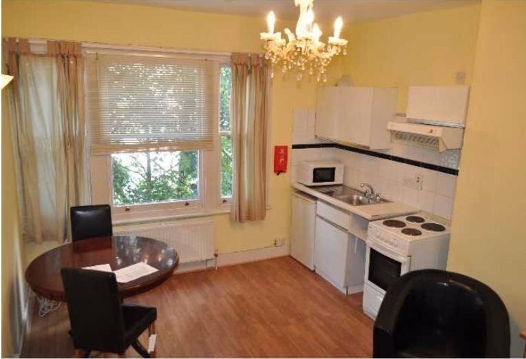 Bright and Spacious Second Floor Studio Flat - W14