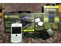 UNLOCKED BlackBerry Bold 9780 - White Smartphone Good Condition And wireless charger