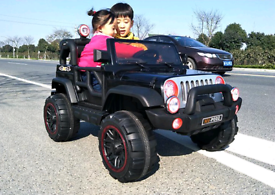 2 seater kids Jeep ride on electric car brand new boxed Mp3 lights