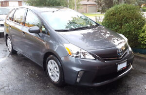 2013 Toyota Prius v - 25813KM, MATURE DRIVER, NOT EVEN A SCRATCH