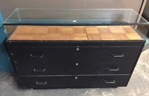 Show Case Glass Top Bottom has 3 Drawers