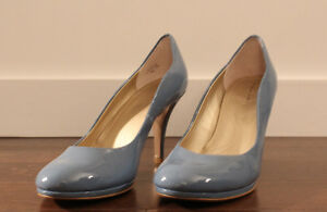 Like NEW Tahari Patent Leather Baby Blue Pumps, US 9M
