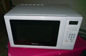 White - 1.1 Cubic ft Microwave - Like New