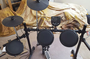 Alesis DM6 drum kit and stool- Excellent Christmas gift!