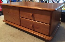 Bedroom storage chest / blanket box or coffee table
