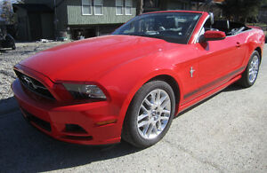 2014 Ford Mustang Premium Convertible only 18 km