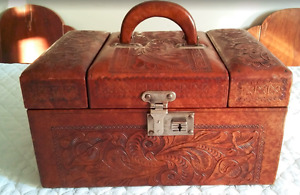 1950S DARK CARAMEL LEATHER TRAIN CASE - HAND TOOLED - MIRROR
