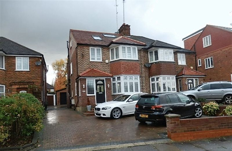 4 bedroom house in Walmington Fold, Woodside Park, N12