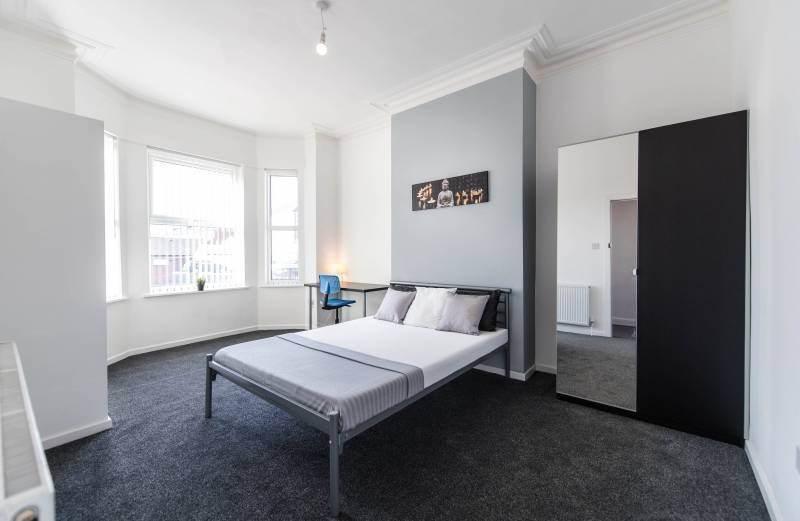 Clean & warm double bedroom