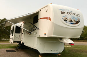 2009 Big Country 3500RL 4 SLDS. Rear Living-room 4 Season LOADED