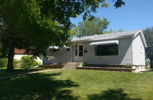 NEWLY RENOVATED MAIN FLOOR HOUSE RENTAL IN DOWNTOWN ST ALBERT!