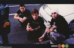 POSTER :MUSIC: BLINK-182 - GROUP POSE BY WHITE CAR 27 West Island Greater Montréal image 1