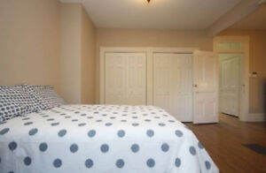 A spacious master bedroom close to uOttawa available Oct 1 st