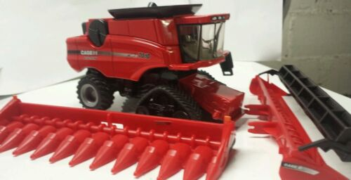 1/64 CUSTOM CASE IH 7010 COMBINE WITH TRACKS AND both heads ERTL dcp
