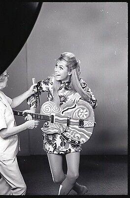 Elizabeth Montgomery Hippie Makeup Lady On Set Bewitched Abc Tv Photo Negative