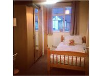 Single Room available in 2 bedroom flat Monday - Friday