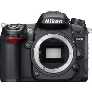 Nikon D7000 SLR - Extra battery, grip, wireless remote and bag