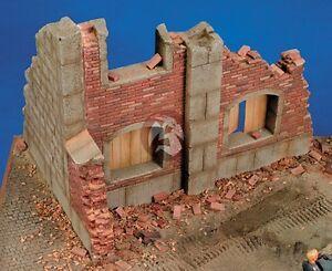Royal Model 1/35 Stone & Brick Barn Building Ruin Section [Plaster Diorama] 010