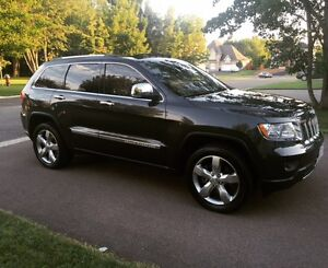 2011 Jeep Grand Cherokee OVERLAND LOW KMS!!