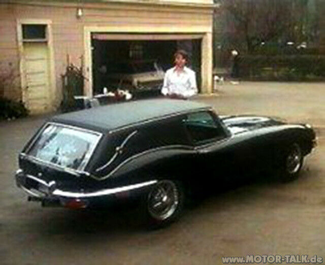 harold-and-maude-jaguar-xke-hearse
