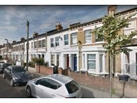 HUGE 4 BED NO LOUNGE IN CLAPHAM OVER 3 FLOORS AVAILABLE MID DEC £480PW