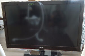 """46"""" LCD tv for sale $150"""