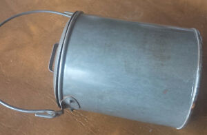 Cute Vintage Tin Pail / Can With Lid and Handle Kitchener / Waterloo Kitchener Area image 2
