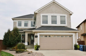 Island Lakes family home with stunning yard!