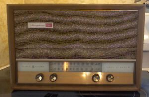 Beautiful Light Walnut Wood Tube A/FM Table Radio - GE