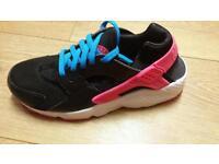 Nike huarache size 5.5 brand new