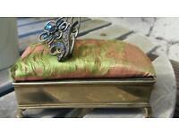 Pin cushion box