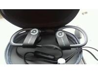 Power beats wireless earphones mint condition