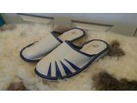 Wholesale 132 mix of ladies, men leather slippers
